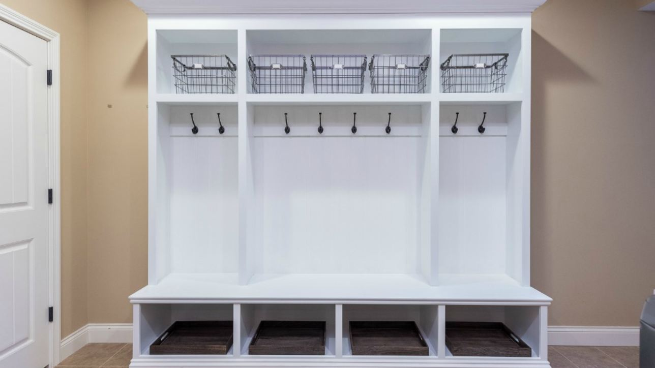 Mudroom storage diy plans mudroom locker with bench for Mudroom bench plans